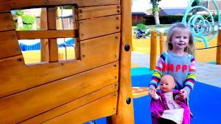 Кукла Беби борн Катя ИГРЫ В ДОГОНЯЛКИ НА ДЕТСКОЙ ПЛОЩАДКЕ КАК МАМА Игры для детей про беби бон кукла