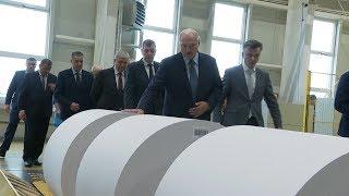 Лукашенко посетил завод газетной бумаги в Шклове