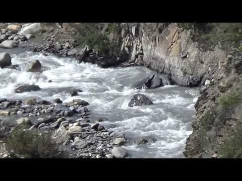 Marsyangdi river from the bridge on the Tilicho trek