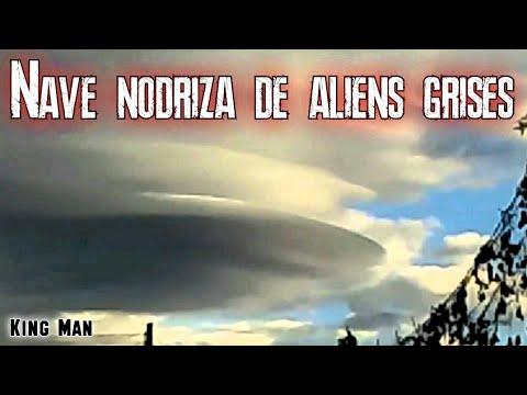 OVNI gigante o nave nodriza de extraterrestres estatica camuflada en el cielo de México