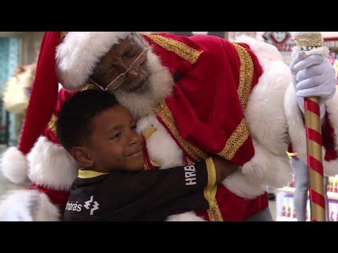 Pere Noel Noir Brésil: Hilton, le père Noël noir de Rio de Janeiro   YouTube