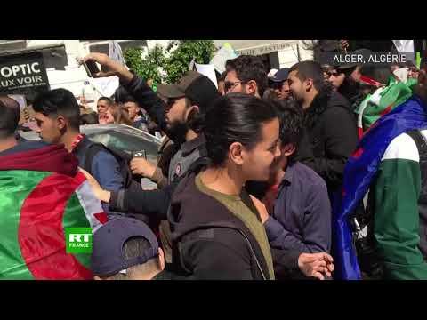 Des manifestants se rassemblent à Alger alors que le parlement nomme un chef d'Etat par intérim