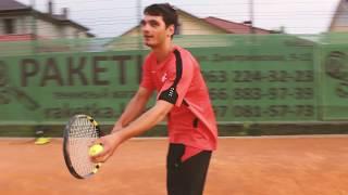 Тренировка под открытым небом. Большой теннис в Совиньоне.
