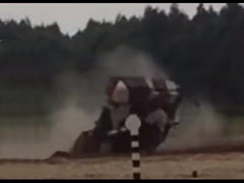 Один танк заглох от гидроудара другой танк перевернулся. Russian tank crash.