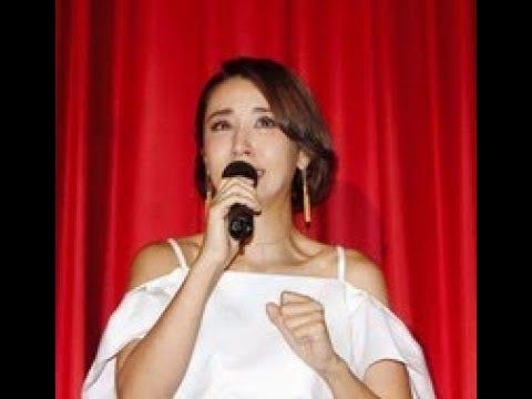 鈴木紗理奈、初日挨拶で涙「シングルマザーで歯を食いしばってきた日々が…」