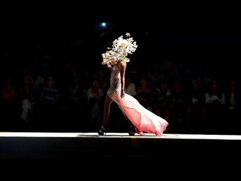 Colombian fashion show with a twist