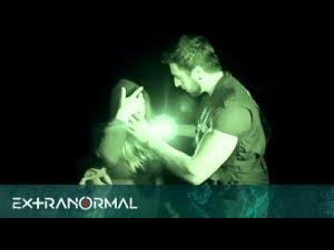 Download ¡Intenso ataque Extranormal! Bruja ataca a nuestra especialista Madeleine durante investigación.