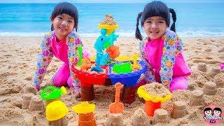 หนูยิ้มหนูแย้ม   เล่นทรายทะเล Kids playing with sand on the beach