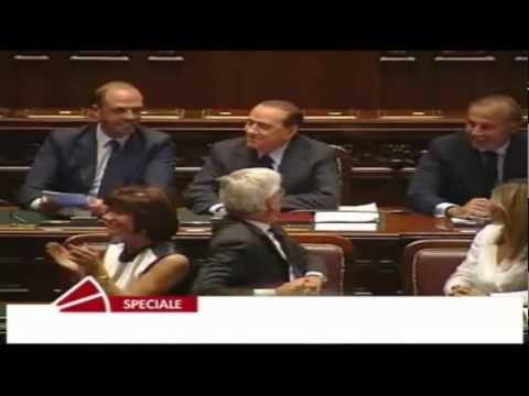 Duce duce duce berlusconi al parlamento italiano youtube for Lavorare al parlamento italiano