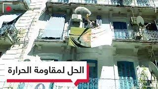 سكان العمارات يرشون المياه على المحتجين الجزائريين.. لماذا؟| RT Play