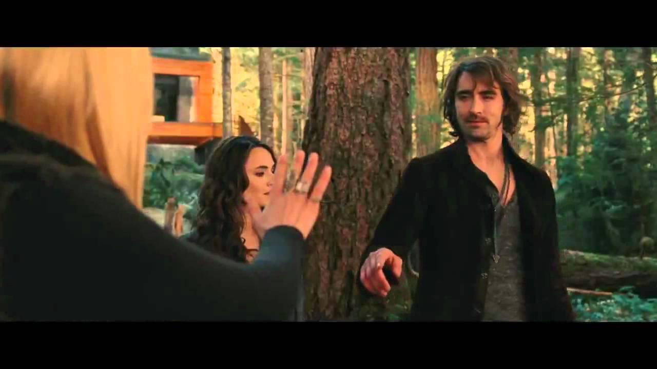 Download La saga Crepúsculo. Amanecer Parte 2   Trailer final en español HD