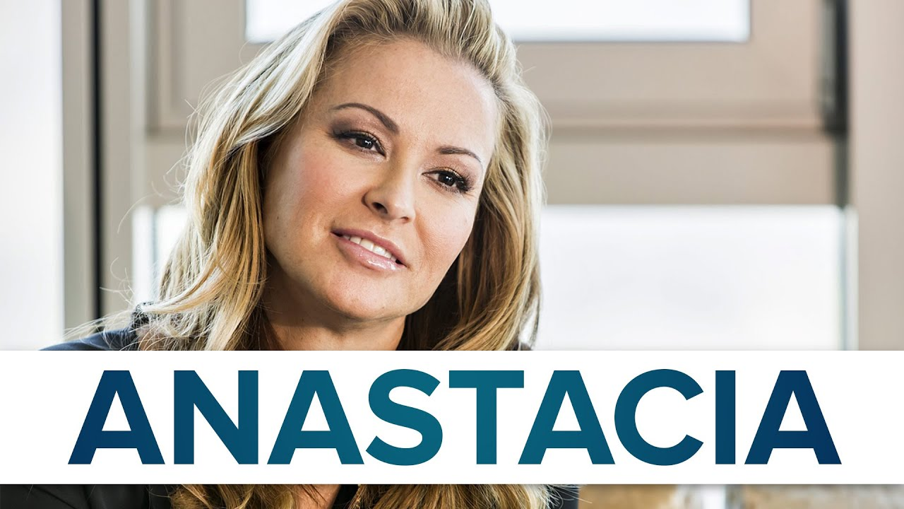 Singer Anastaisa undressed and showed her scars after a mastectomy