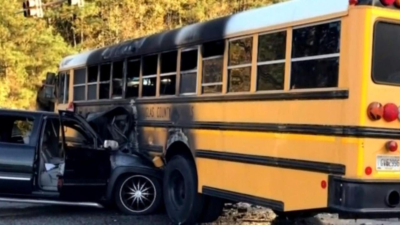 hero-driver-saves-kids-from-school-bus-after-fiery-crash