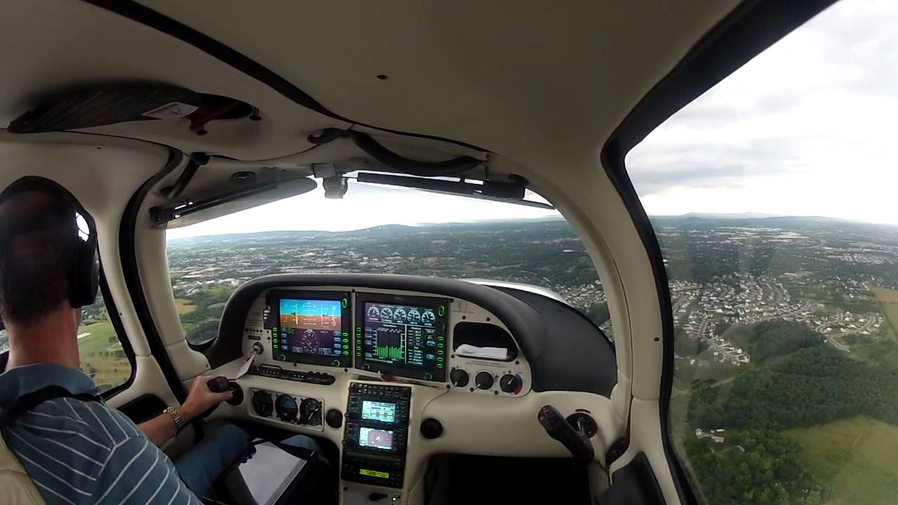 First Solo In Cirrus Sr22 Youtube