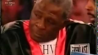 Боксер заплакал и не захотел продолжать бой