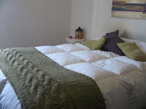 Pie de cama en crochet y dos agujas youtube for Cubrepies de cama