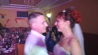 Очень крутой свидетель на свадьбе)