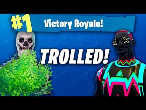 WE TROLLED EACH OTHER IN FORTNITE AND STILL WON!!! (CLUTCH FORTNITE WIN!)
