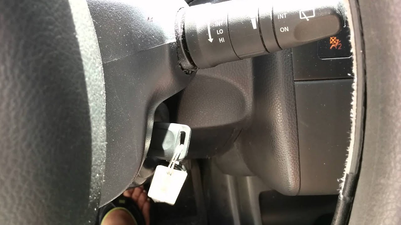 Nissan Versa '09 won't start. - YouTube