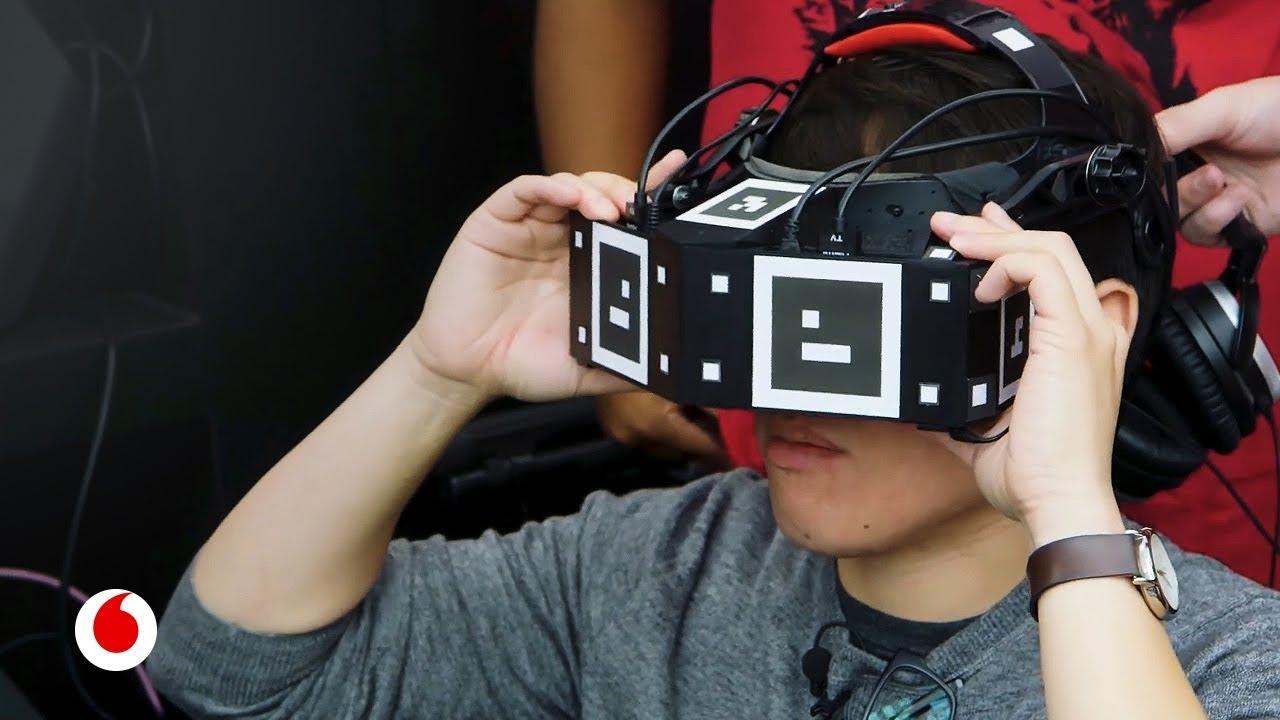 El casco que convierte la realidad virtual en un parque de atracciones