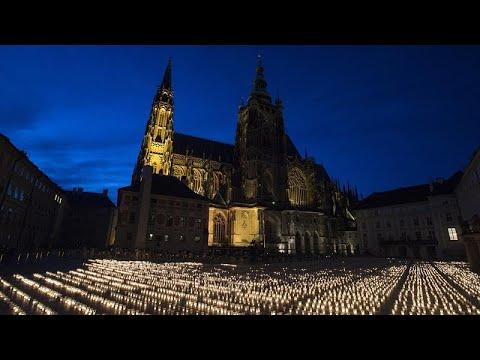 شاهد: إضاءة نحو 30 ألف شمعة تخليدا لذكرى ضحايا فيروس كورونا في جمهورية التشيك…  - 23:57-2021 / 5 / 11