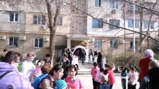 Труба Карна́й на узбекской свадьбе.