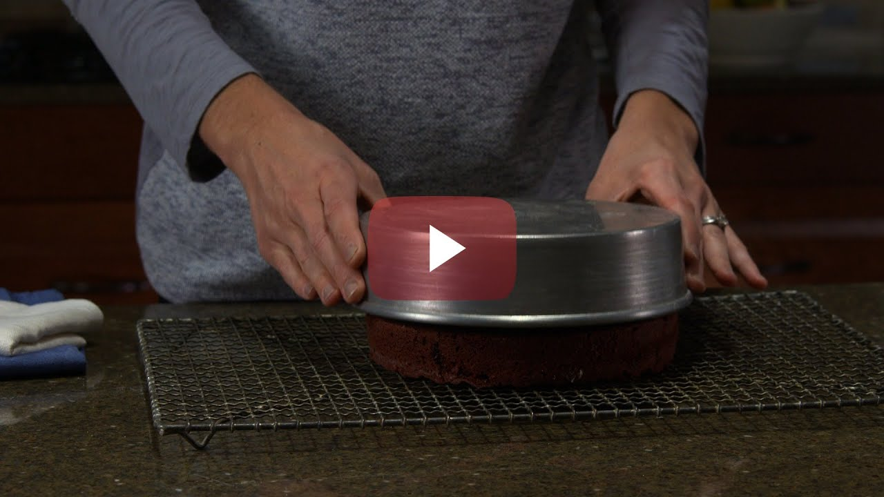 How To Remove Cake From A Pan Youtube