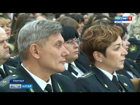 Сегодня в Барнауле вручили знамя управлению федеральной службы судебных приставов по Алтайскому краю