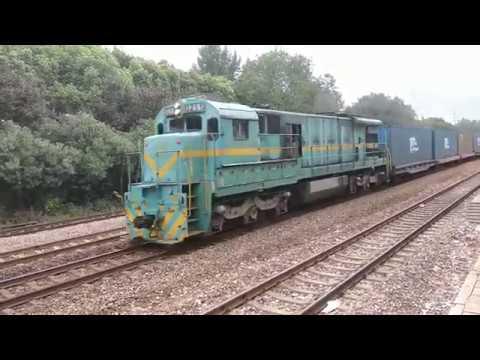 【铁路随拍(China Railway)】鸣笛通过 ND5-0211 一型大老美牵引集装箱货列通过宁芜线光华门站