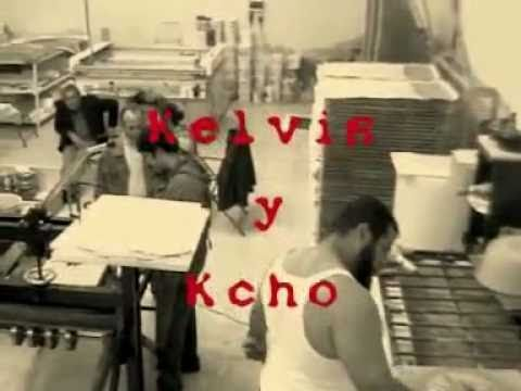 """Kelvis Ochoa y Alexis Leyva (Kcho)  en """"El rojo y el negro""""."""