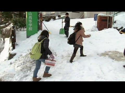 В Японии снег выпал там, где его не видели почти сто лет