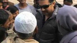 Aamir Khan Spotted in Varanasi & reveals himself on the street Part-5 (last) ...!!!.flv