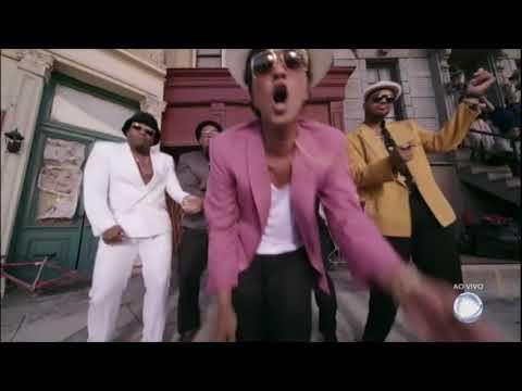 Hora da Venenosa: Bruno Mars é processado por publicar foto de quando era criança