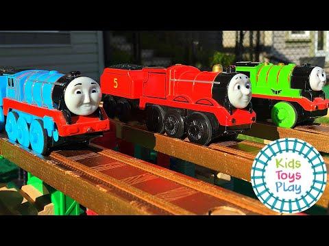 Thomas the Tank Engine Wooden Railway Train Races