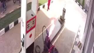Download Video Detik2 kejadian pom bensin jambu 2 Bogor kebakaran terekam cctv MP3 3GP MP4