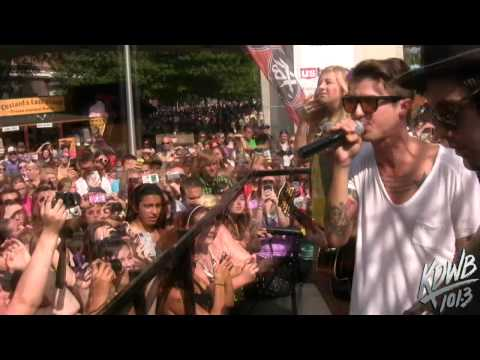 Hot Chelle Rae Performs 'Tonight Tonight' Live at the KDWB MN State Fair Booth!