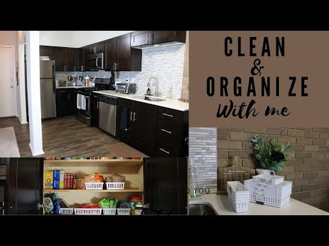 CLEAN WITH ME 2019 | KITCHEN CABINET ORGANIZATION | CLEANING MOTIVATION
