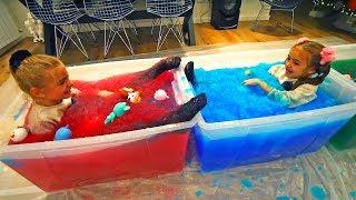 Las Ratitas se bañan en 300 litros de gelatina de colores con sus bebés llorones thumbnail