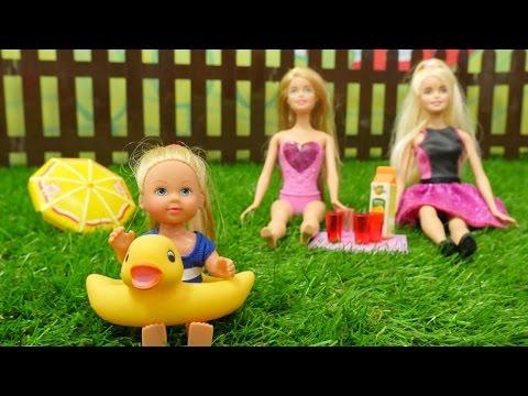 Spielspaß mit Barbie und ihren Freunden - Ein Tag im Schwimmbad
