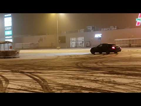 W213 E220d 4MATIC Drifting On Snow