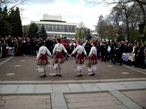 Bulgarian folklore dances in Nova Zagora (Bulgaria) - YouTube