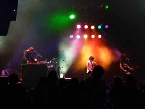 """Dominos""- The Big Pink + LYRICS"