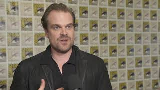 SDCC 2017 : Stranger Things S02 itw David Harbour (official video)