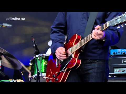 Noel Gallagher`s High Flying Birds - Half The World Away Live @ Isle Of Wight Festival 2012 - HD