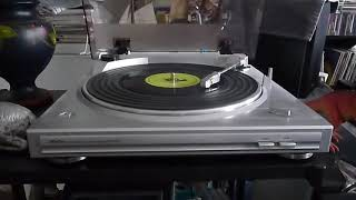 review of my Denon DP-297 turntable and playing a floppy vinyl