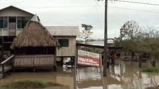 Área urbana de Puerto Villarroel afectada por la crecida del río Ichilo.