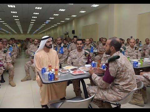 حاكم دبي يتناول الإفطار مع مجندي الخدمة الوطنية بمعسكر سيح حفير