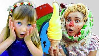 Настя и мама играют в продавца мороженого  ice cream shop