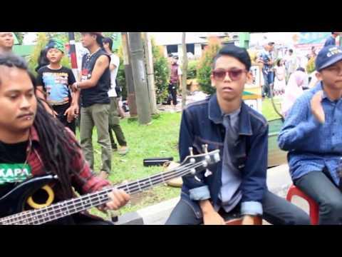 Hampura Emak (Coim Kusnadi ONCOM HIDEUNG) bersama Kaladhien Band