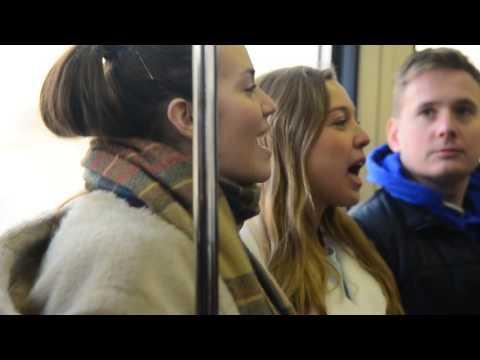 Видео: Музыкальный флешмоб в московском метро